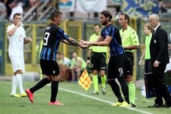 L'attaccante dell'Atalanta German Denis sostituito dal compagno di reparto Rolando Bianchi