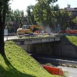 Si abbatte il ponte di Monterosso  I lavori finiranno entro venerdì