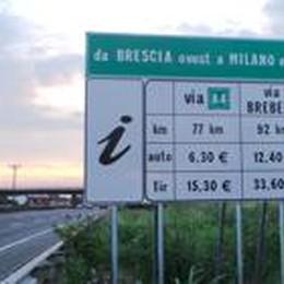 Nella guerra tra autostrade  A4 toglie il cartello anti Brebemi