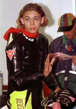 Un giovanissimo Valentino Rossi, che correva all'epoca sull'Aprilia 125, nel 1996BRAMBATTI/ANSA