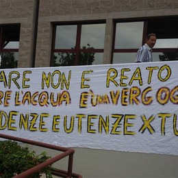 Protesta del Comitato Zingonia  Presidio alla sede di Uniacque