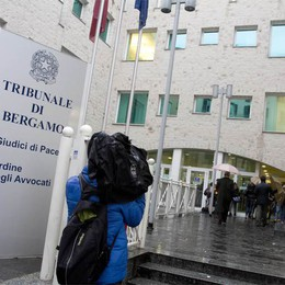 Inchiesta carabinieri a Zogno  Un'interpretazione «salva» il processo