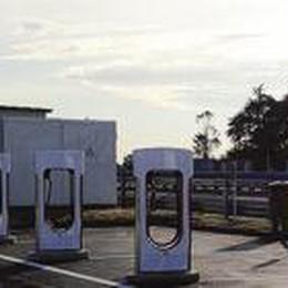 Ricariche elettriche in autostrada  Da Nembro le prime colonnine
