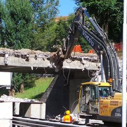 Monterosso, abbattuto il ponte   Per il nuovo viadotto  400 mila €