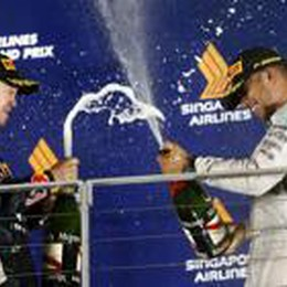Hamilton trionfa a Singapore  È in vetta al Mondiale. Alonso 4°
