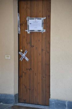 La porta della casa dove è stato trovato morto  Ramon Cattaneo