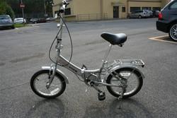 La bicicletta trovata dai carabinieri in stazione: ora cercano di rintracciare il proprietario