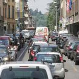 Si asfaltano le vie Garibaldi e Mazzini  Sei giorni di senso unico alternato
