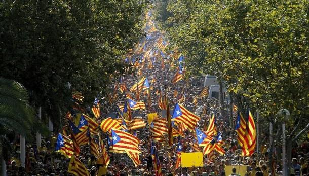 Spagna: sospeso referendum in Catalogna