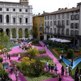 Una app svela curiosità e segreti  di Piazza Vecchia verde-magenta