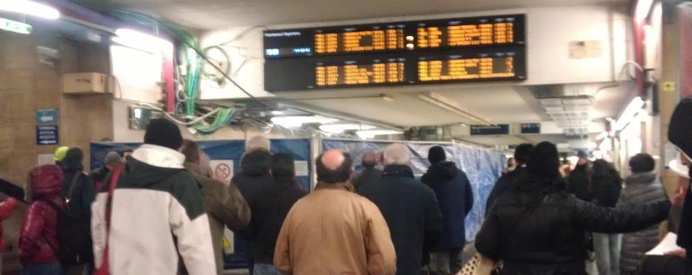 Ritardi a catena sulla Milano-Carnate «Ma come spendono i nostri soldi?»