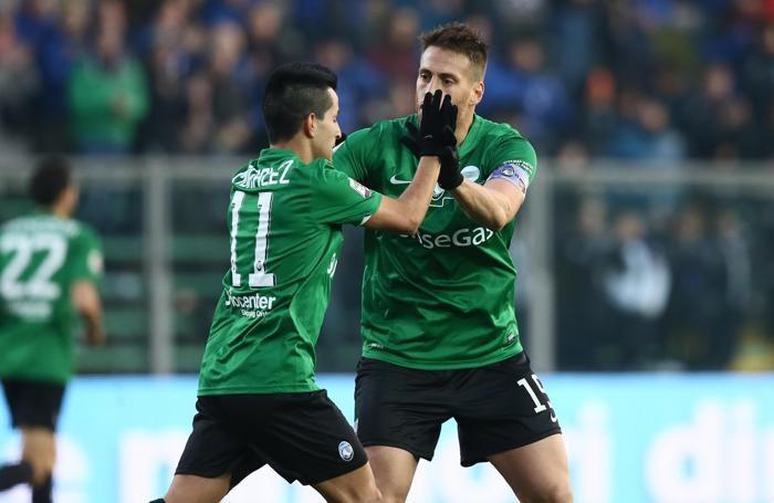 Partita Atalanta-Palermo - Maximiliano Moralez e German Denis dopo il gol del 2-3