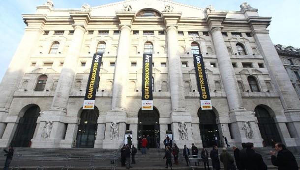 Borsa: Milano apre in calo (-0,54%)