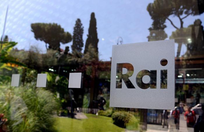 L'entrata con il logo della Rai della sede di viale Mazzini di Roma