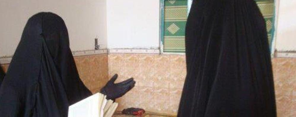 Col velo integrale per le vie di Treviglio Ora sarebbe in Siria coi fondamentalisti