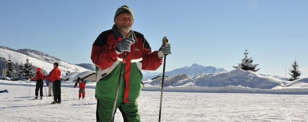 Insegnerà ancora fondo: a 82 anni supera l'esame per maestro di sci