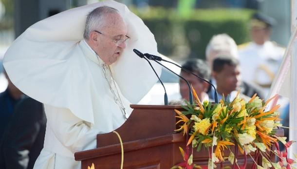 Papa: non usare fede per fare violenza