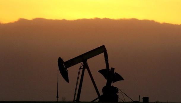 Petrolio: ancora calo, sotto 45 dollari