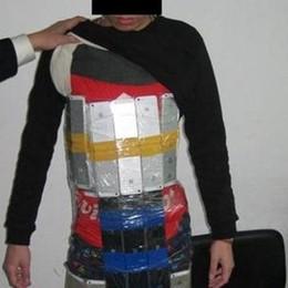 Contrabbandiere beccato alla frontiera Aveva 94 iPhone appiccicati addosso