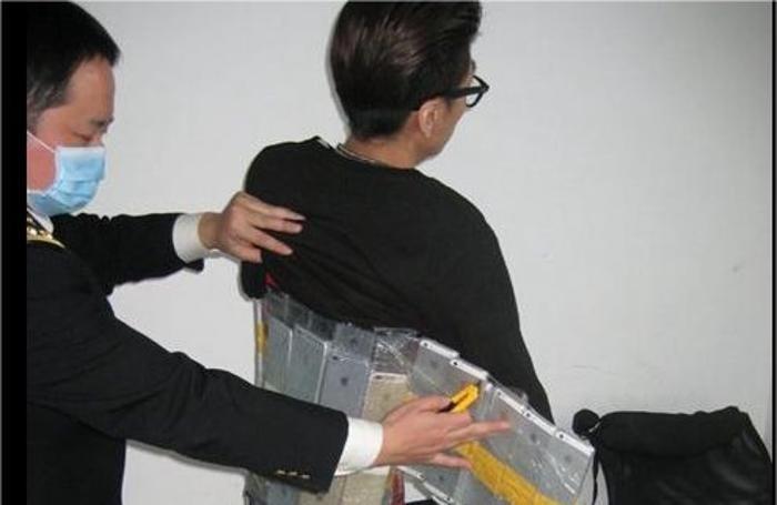 L'«importatore» di telefonini è stato scoperto alla frontiera cinese