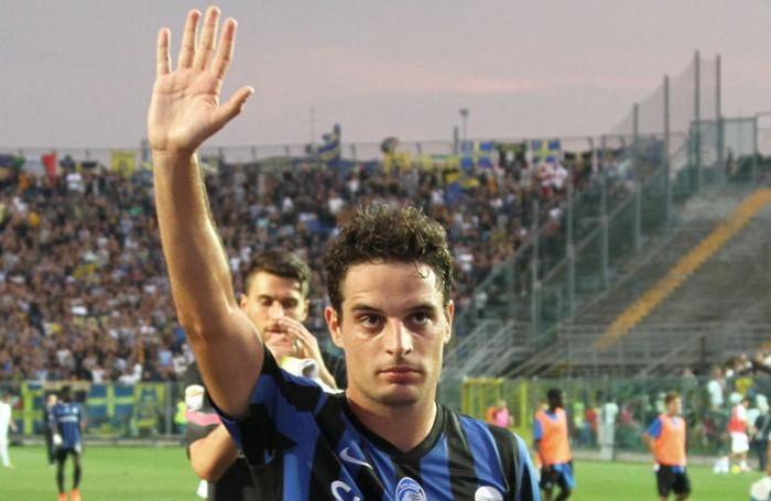 Il saluto di Bonaventura al termine di Atalanta-Verona, ultimo match in nerazzurro