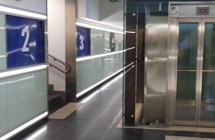 Ai binari della stazione di Bergamo