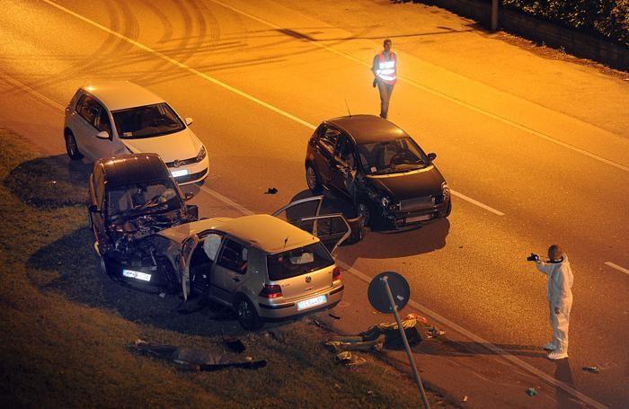 Auto distrutte in via Kennedy