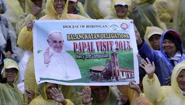 Papa: anticipa rientro da zone tifone