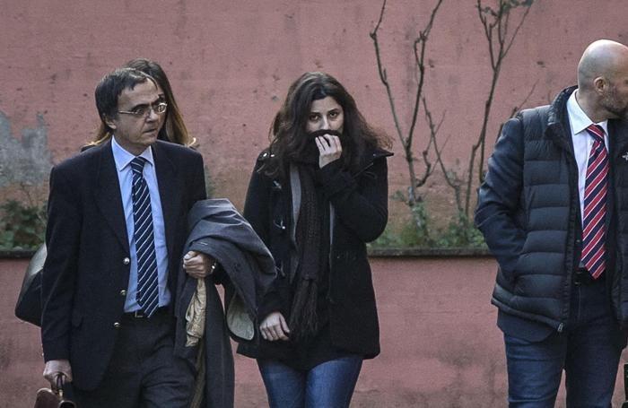 Vanessa Marzullo lascia la caserma dei RosAngelo Carconi