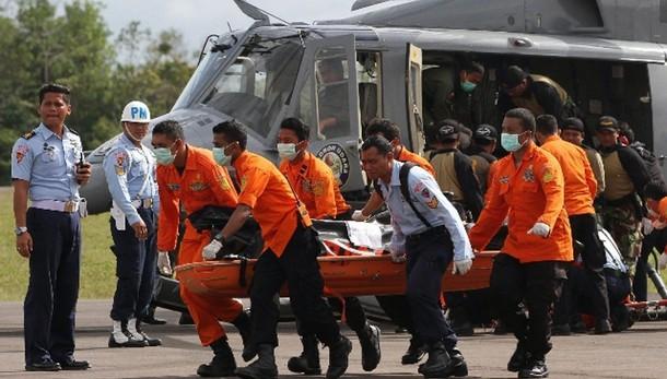 Air Asia, 30 i corpi recuperati