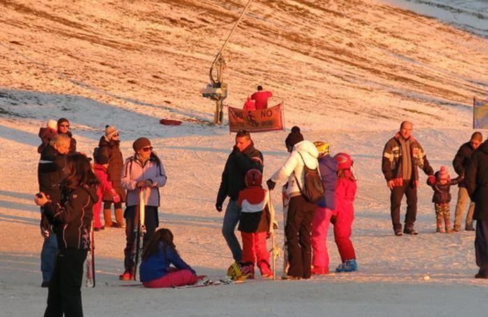 Turisti al passo della Presolana. Sopra Capodanno a Selvino