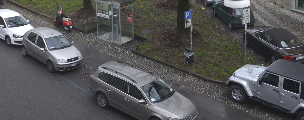 Bergamo, via le auto da un'altra piazza Da aprile niente sosta davanti alla Carrara