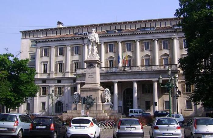 Il palazzo degli uffici del Comune di Bergamo