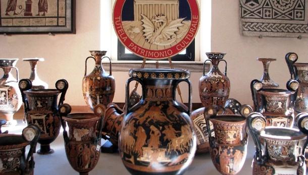 Anfore e vasi greci, recupero da 50 mln
