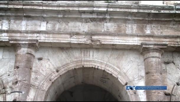 Colosseo, numeri su arcate in rosso