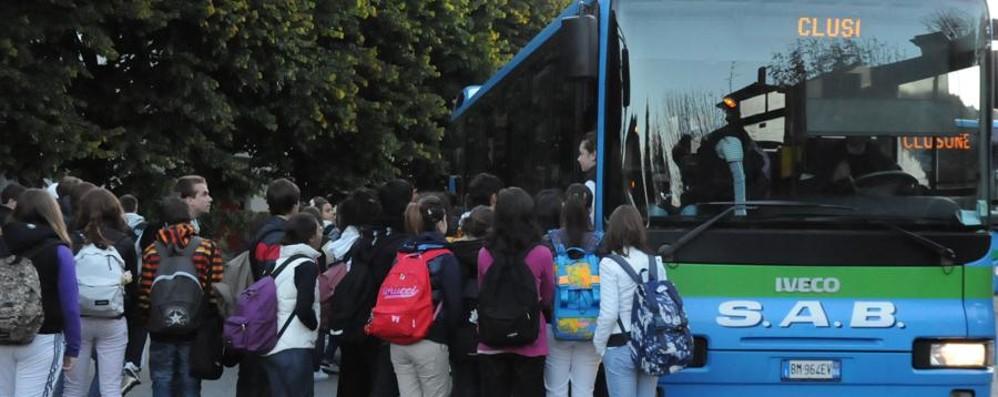 Tagli a bus e treni: governo ladro?  «Rischiato un aumento del 25%»