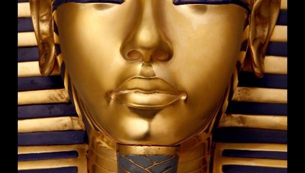 Tutankhamon,staccata e riattaccata barba