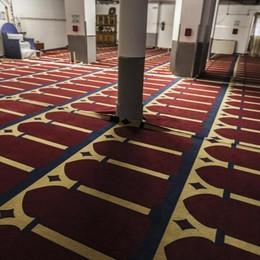 La moschea in via Quarenghi  «È fuorilegge e  quindi va chiusa»