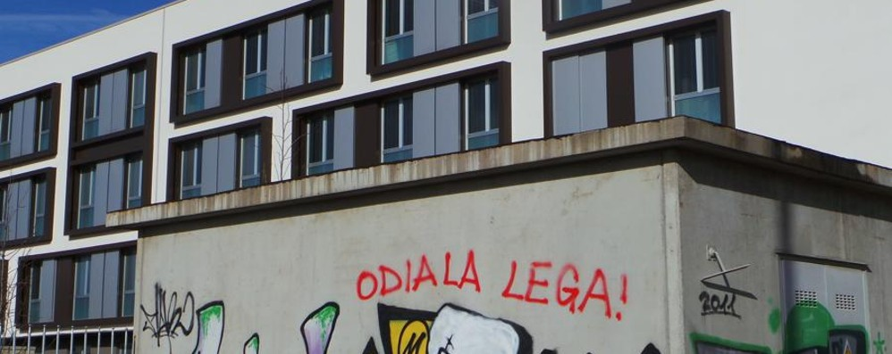 Sui muri fuori dalla casa di riposo compaiono scritte anti lega cronaca bergamo - Scritte sui muri di casa ...