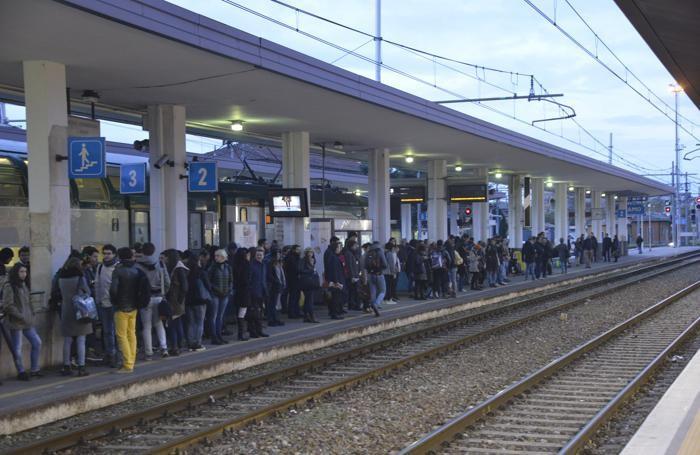 Troppo spesso i pendolari subiscono ritardi a catena