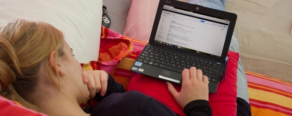 Mamme e papà digitali a far la spesa Gli uomini più spendaccioni (per i figli)