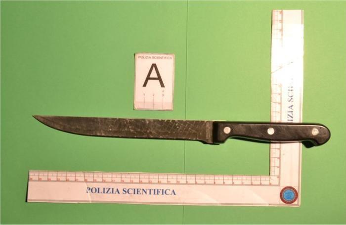 Il coltello sequestrato all'accusato