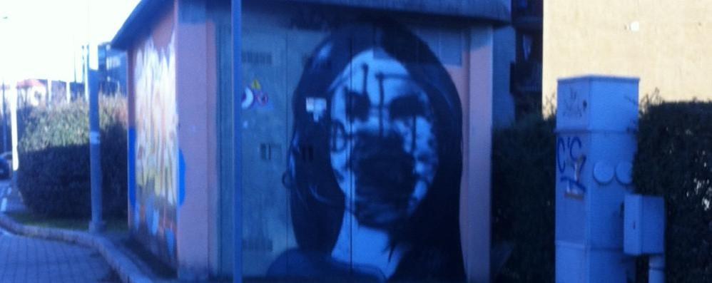 Anche i graffiti sono colpiti dai vandali Via Recastello, murales rovinato