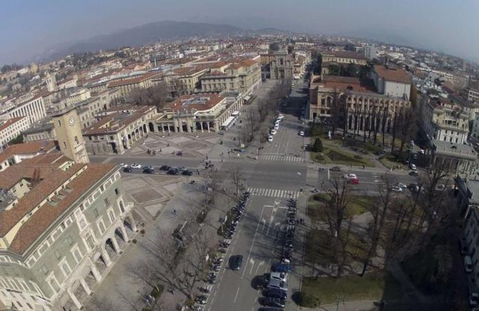 Una panoramica dall'alto di piazza Matteotti e via XX Settembre