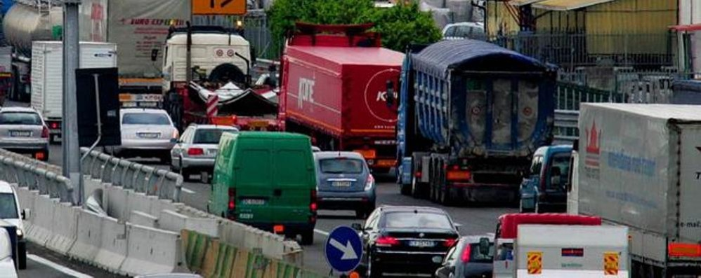 Disagi anche in A4, lunghe colonne Tamponamento tra due camion