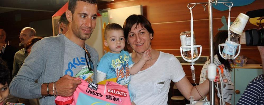 Vincenzo Nibali torna al Papa Giovanni Donerà la maglia gialla del Tour de France