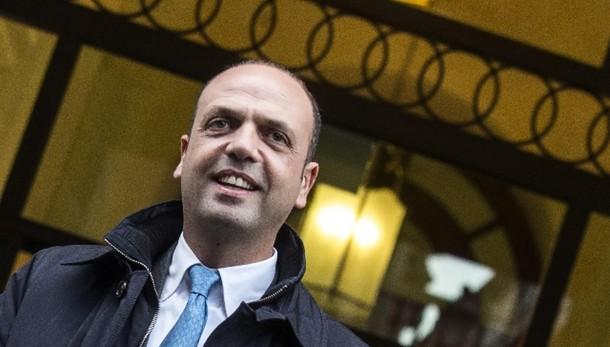Alfano, al Colle un politico,non tecnico