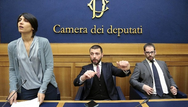 M5s: nove deputati lasciano Grillo