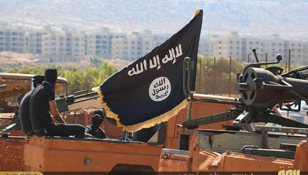 Fugge con figlio per unirsi all'Isis