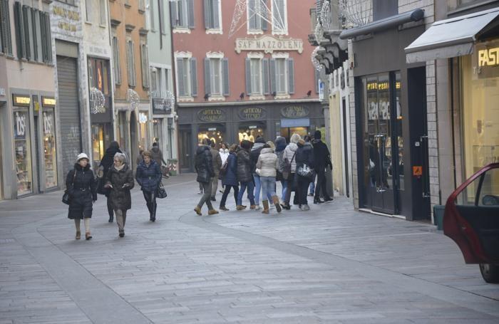 Stamattina, sabato 3 gennaio, il negozio in centro più gettonato per i saldi è stato Tezenis
